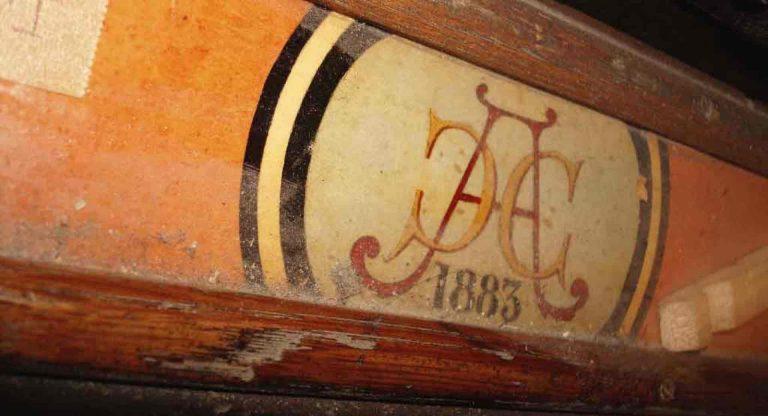 Nahaufnahme bei der Restaurierung einer Barker Kirchenorgel