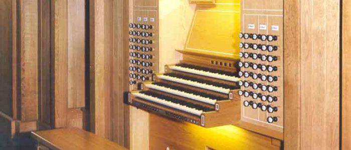 300-Vleugels-Kirchenorgel-Aschaffenburg_Herz_Jesu-Spieltisch-rj-anschnitt-780px