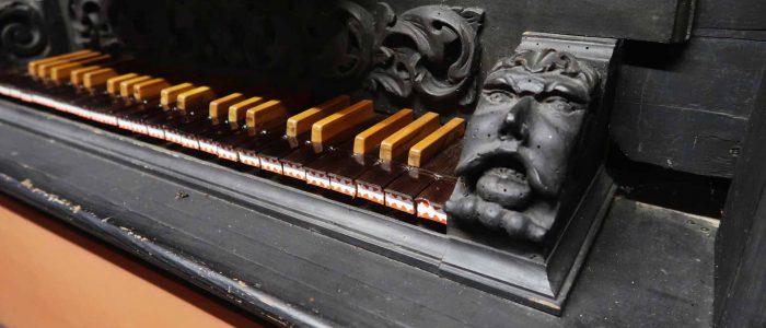Gaibach-Kreuzkapelle-245-Restaurierung-Vleugels-Spieltisch-1920px