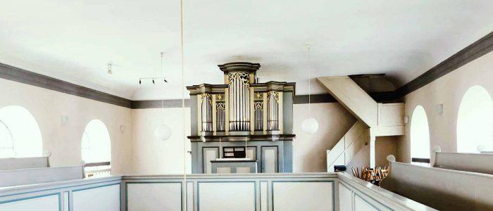 Lehrberg-455-Vleugels-Restaurierung-Kirchenorgel-Ansicht-auf-der-Empore-NEU-1920px