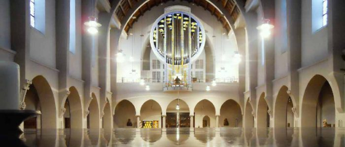 Stuttgart-380-Neu-Vleugels-St.Fidelis-Orgelansicht-vom-Altar-1024px-Querformat