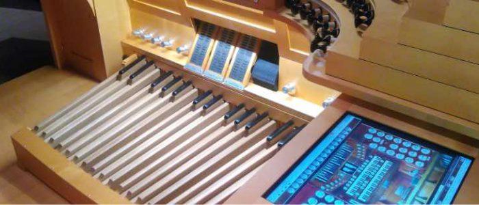 pano-06-441-Moskau-Rachmaninow-Vleugels-Konzertorgel-Spieltisch-IMG_20180411_170952-rj-Digitales.jpg